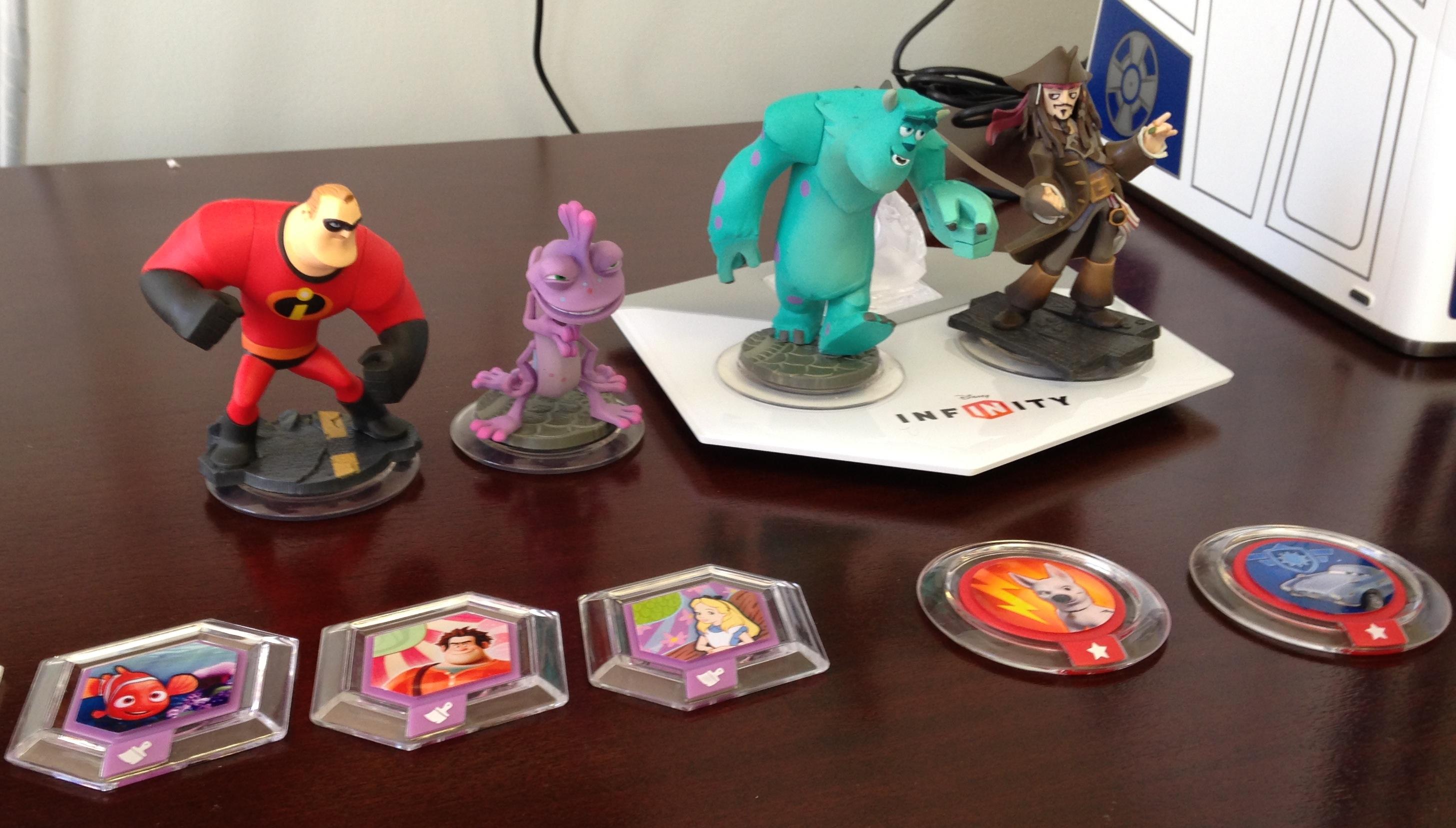figurines & discs